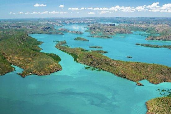 ケープレベックを含むブルームからのバッカニア諸島航空ツアー