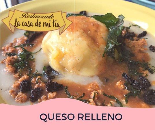 La Casa De Mi Tia: Delicioso queso (bola) relleno de carne molida sazonada con Alcaparras y especias , servido en un ko'ol y tomate frito