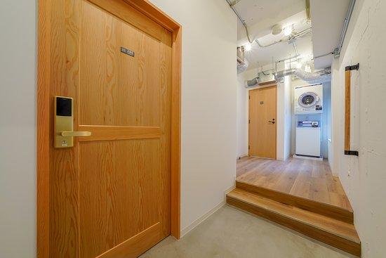 HOSTEL COCONE KYOTO-STATION: 2F女性共用シャワー+ランドリー/Shared bathroom&laundry for women