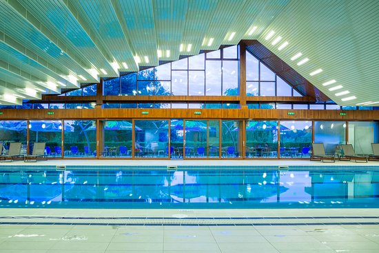 Club Floreasca have beside restaurant an indoor pool and gym.