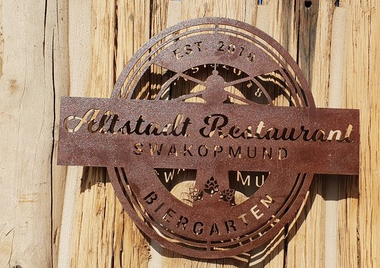 Altstadt Restaurant and Beergarden: What a delightful surprise to find a new classy restaurant in Swakopmund. Great service, fantastic ambiance and really good food.