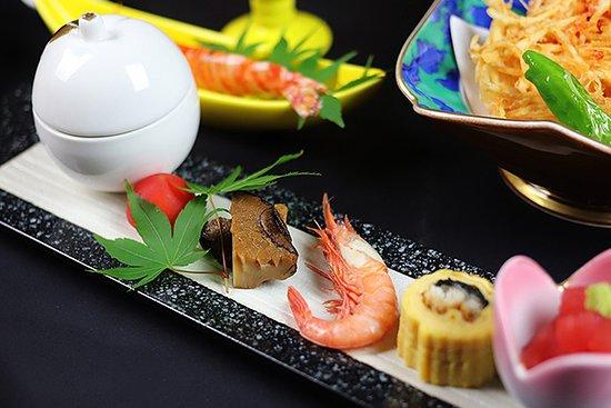若旦那の京都にて培った繊細な盛り付けでおもてなしいたします