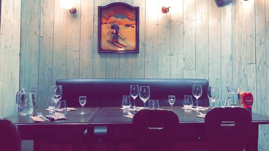 Bloye, França: Salle de restaurant week-end