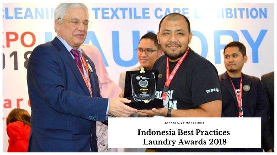 Медан, Индонезия: WAZ8 Laundry menerima penghargaan sebagai one of the practices laundry in Indonesia 2018