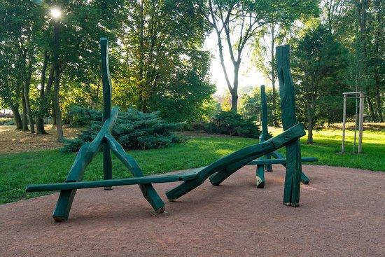 Sitzmöglichkeiten am Spielplatz