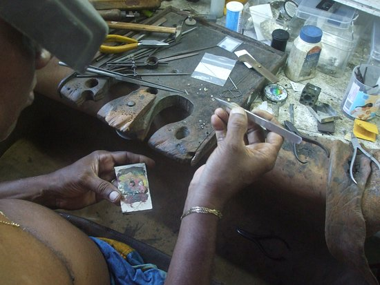 Roosara Gems and Jewellery: making jewellery by hand.