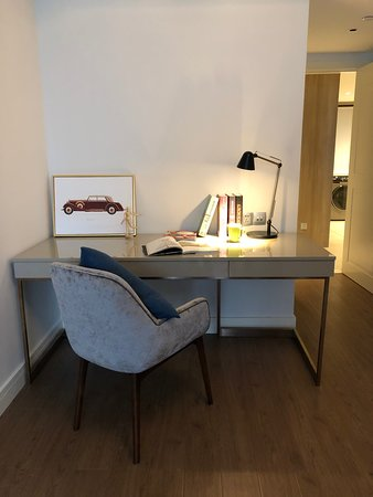 Tianfu Square Serviced Suites by Lanson Place: Deluxe 2 bedroom - Study room