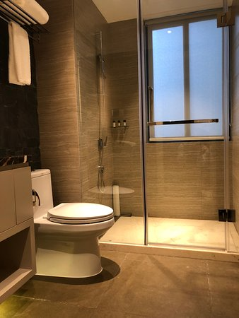 Tianfu Square Serviced Suites by Lanson Place: Superior / Deluxe / Grand Deluxe One bedroom bathroom