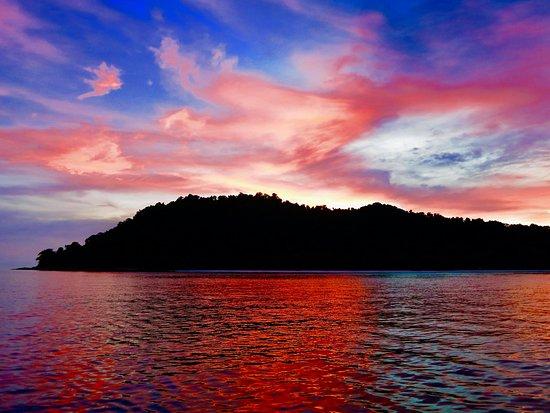 Oktavia Dive Center: Koh Tachai Sunset