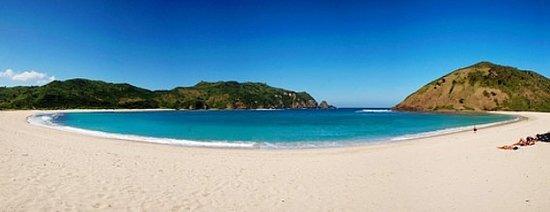 Lombok Travel Online: Mawun Beach Lombok Indonesia