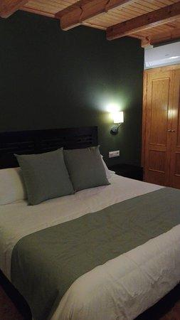 La Puebla de Roda, Spain: Habitacion muy confortable.
