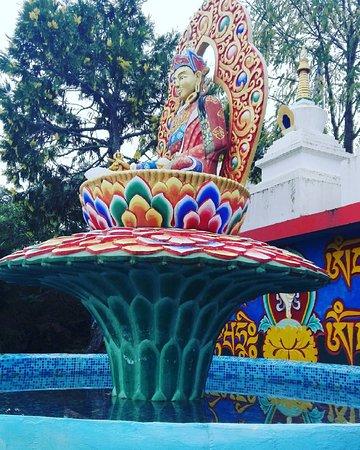 La Puebla de Roda, Spain: Visitamos templo Budista.