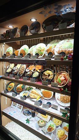 Yayoiken Uchihonmachi: 日式連鎖速食店餐點