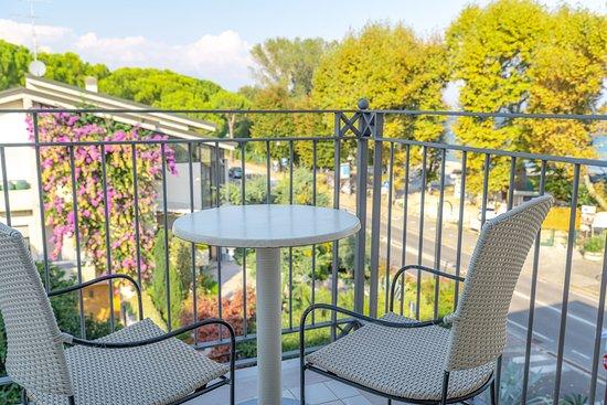 Suite - Picture of Villa Rosa Hotel, Desenzano Del Garda