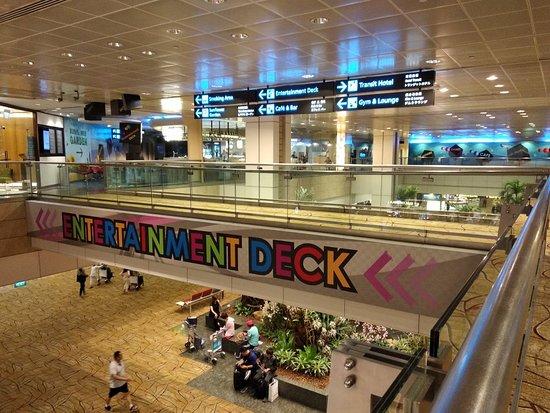 Changi Airport: Transit di Terminal 2 Bandara Changi