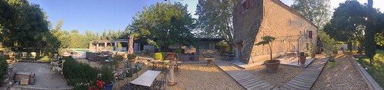 Lambesc, فرنسا: Photo du Mas et de son extérieur 