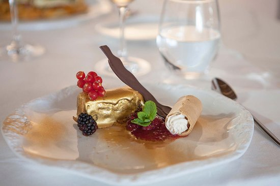 Safragell: Lingote de chocolate relleno de mousse de vainilla.