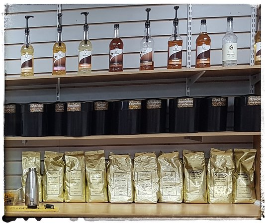 Les Café - Coffee Cabin: Variety of coffees and sundries