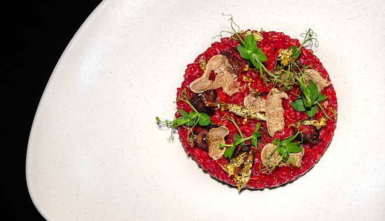 Enso: Beetroot risotto with escargot, truffles and gold leaf