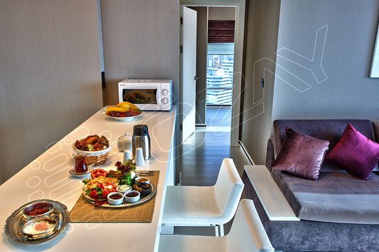 Ozay Suites: Kitchen - Breakfast