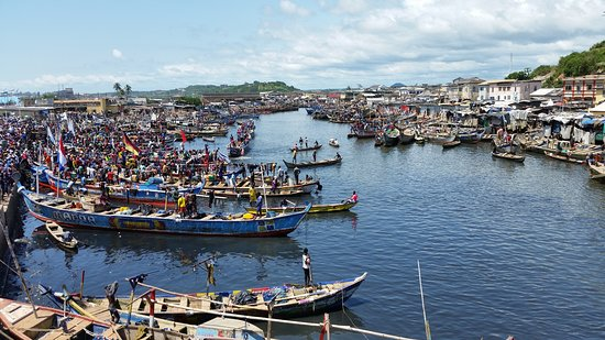 Eyali Tours: Fishing harbour in Elmina in the Central Region of Ghana