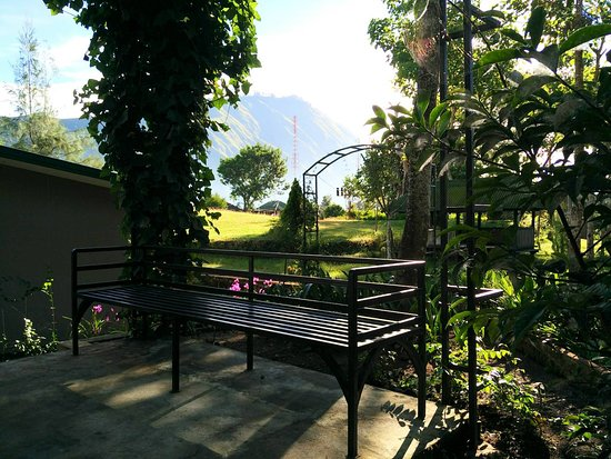 Rinjani Garden: Pergola to enjoy the scenery
