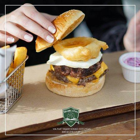 Sadece bize özel Dubh Linn Double Burger🍔😍 2 Adet Burger Köftesi, Sahanda Yumurta, Soğan Halkası, Çedar Peyniri ve Dubh Linn Sos 2 Patty, Fried Egg, Onion Ring, Cheddar, Dubh Linn Topping