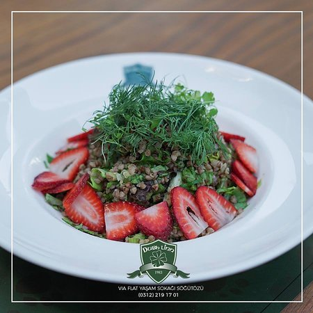 Salata severler için farklı bir tat;Karabuğday Salatası🍃🥗 Karabuğday, Maydanoz, Dereotu, Taze Soğan, Nane, Yeşillik, Çilek, Nar Ekşili Vinegret Sos👌  Buckwheat, Parsley, Dill, Shallot, Mint, Seasonal Greens, Strawberry, Pomegranate Vinaigratte Dressing👌