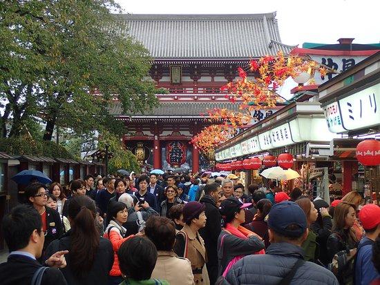 boutiques de souvenirs à l'entrée du temple