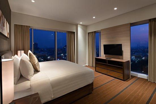 Oakwood Hotel & Residence Surabaya: Two Bedroom Apartment - Master Bedroom