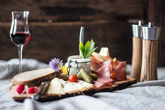 Speck- und Käsejause im Restaurant Ainkehr.