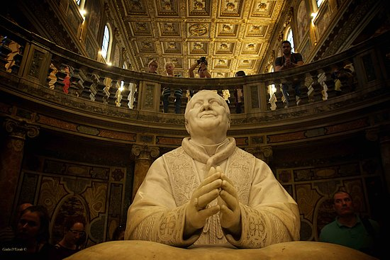 The Statue of Pope Pio IX in Santa Maria Maggiore. With Rome Photo Fun Tours workshop Churches, Angels and Art, led by Professional Photographer Giulio D'Ercole, you will visit at least five gorgeous churches in Rome, capturing all the beauty of Baroque and Renaissance art made by geniuses like Bernini, Michelangelo, Caravaggio, Canova and many others.