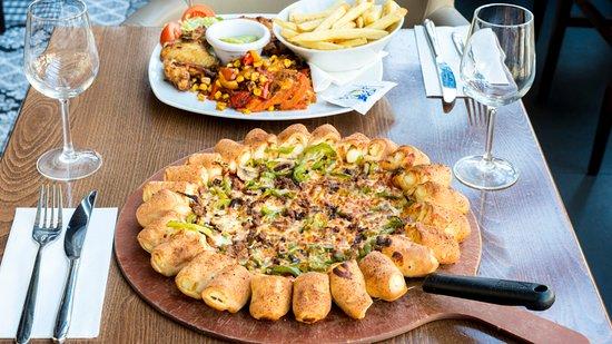 Pizza Hut La Croix Blanche: a