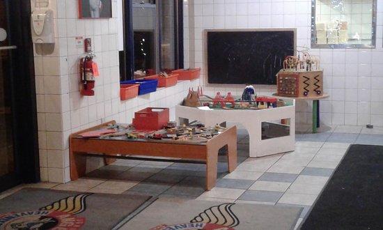 Skaneateles, Estado de Nueva York: play area in front of dining room