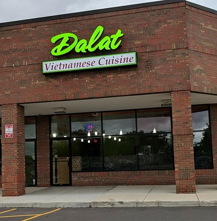 Анн-Арбор, Мичиган: Dalat Restaurant has been in Ypsilanti, Michigan for over 27 years. We've recently relocated to 2216 S. Main St., Ann Arbor, MI 48197.  Phone: (734) 487-7600.  Hours: Mon.-Sat. 11AM-9PM.  Sunday: CLOSED.  Web site: http://www.dalatrestaurantannarbor.com