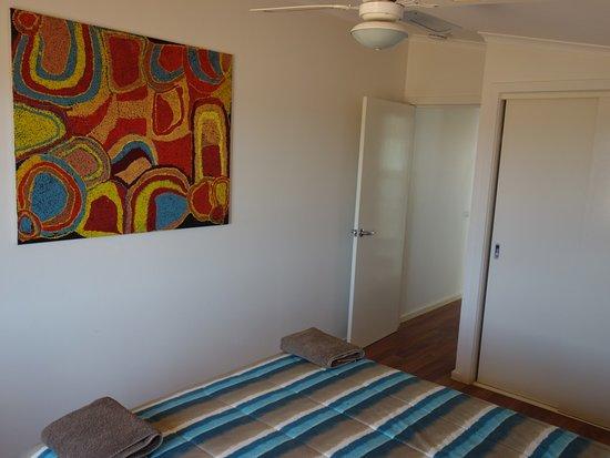 William Creek Hotel: camel house bedroom