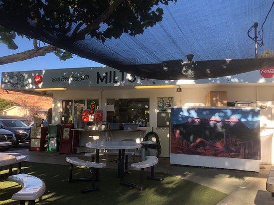 Milt's Stop & Eat: Outside
