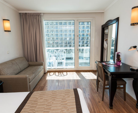 The Deluxe Room at the Crowne Plaza Tel Aviv Beach