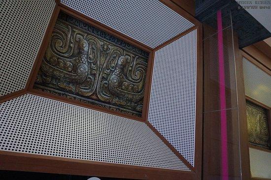 3호선 우이루역 에스컬레이터 위의 장식들 중 하나