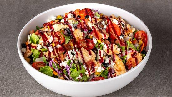 Urbane Cafe Oxnard: Santa Maria BBQ Chicken Salad