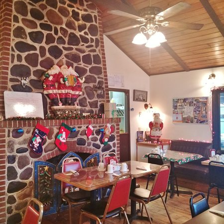Fireside Cafe: Cozy and homey inside