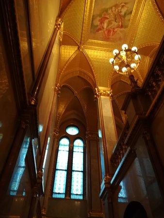 Здание венгерского парламента (Орсагаз): Techos interiores de oro