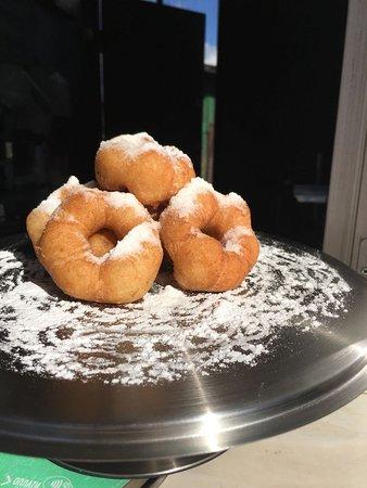 Горячие Пончики прекрасны, как не поверни)))