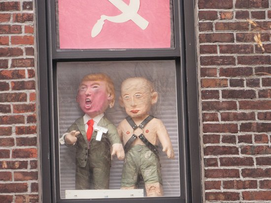 The High Line: Political statements in one of the buildings