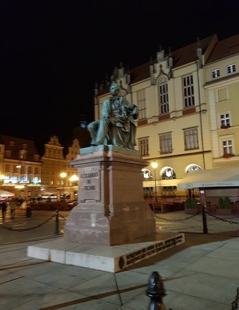 Old Town- Historic Center: Great statue