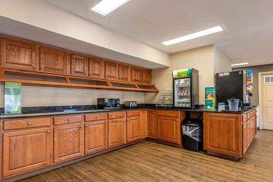 Quality Inn Decatur River City: Free hot breakfast
