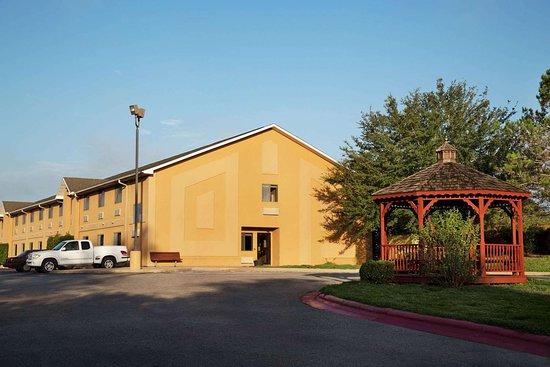 Hearne, TX: Exterior