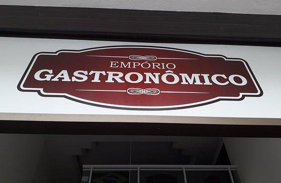 Emporio Gastronomico - Carnes Especiais e Delicatessen: Letreiro na fachada.
