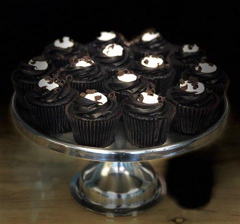 Flavor Cupcakery: tuxedo cupcake