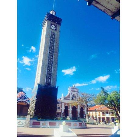 Loja, cultural and musical capital of Ecuador. (Independence Square San Sebastian). Loja, capital cultural y musical del Ecuador (Plaza de la independencia San Sebastian).